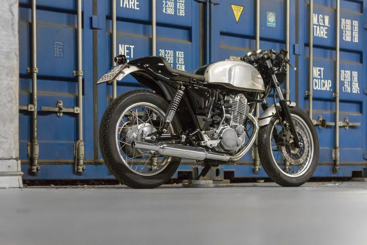 Yamaha SR 400 by Greaser Garage